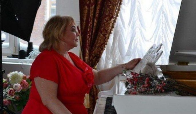 купить проститутку в Казани (Мадам Кураж Вирт, тел. 8 992 208-51-35)